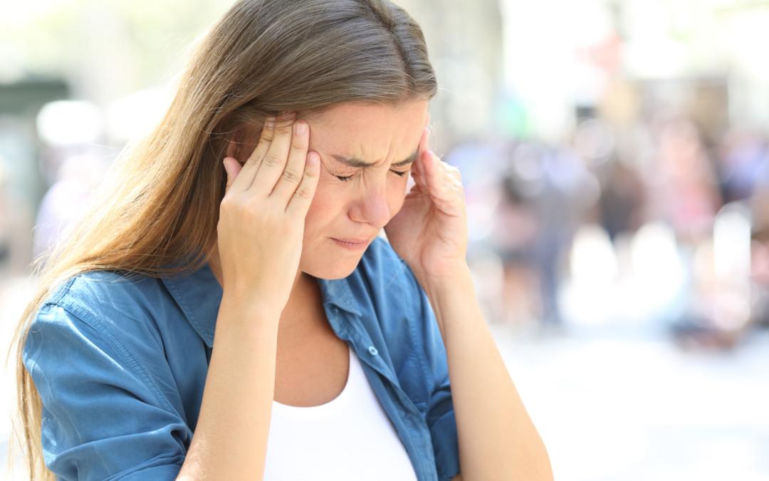 Migräne – Ursache, Symptome inklusive 6 Sofort-Maßnahmen und 10 Tipps zur Vorbeugung!